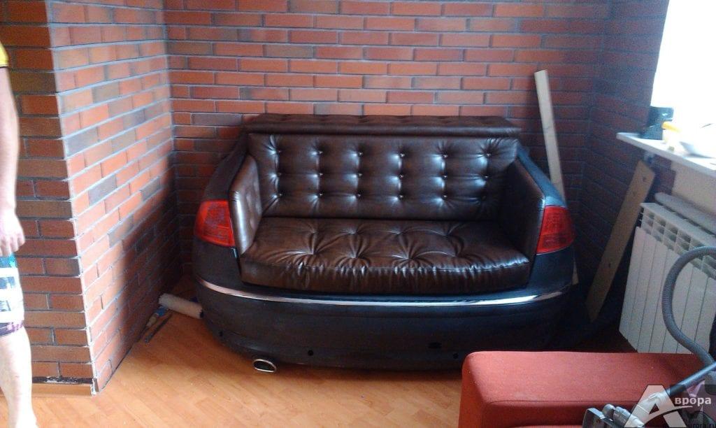диван из корпуса автомобиля