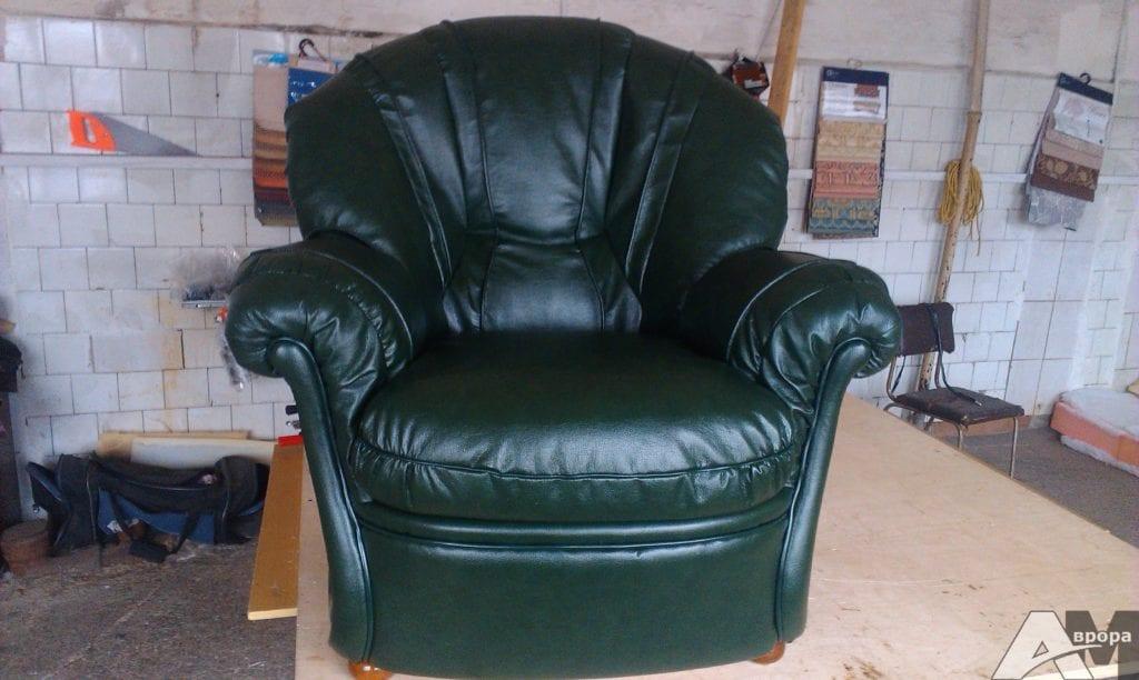 перетяжка кресла кожей фото 2