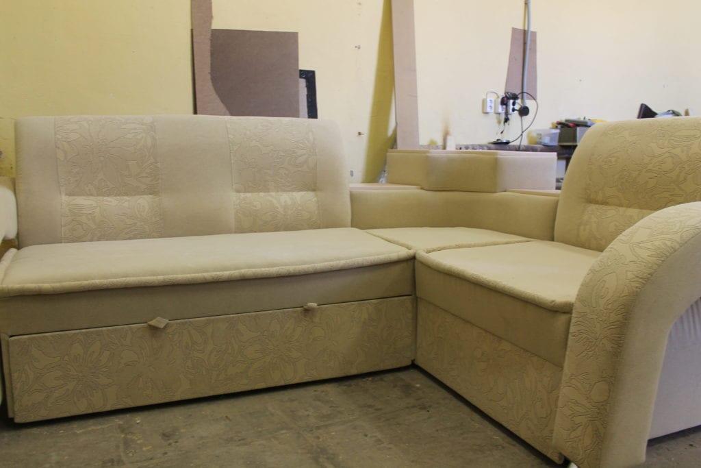 обивка углового дивана фото16