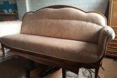 Перетяжка старинного дивана
