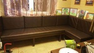 Перетяжка дивана в кафе