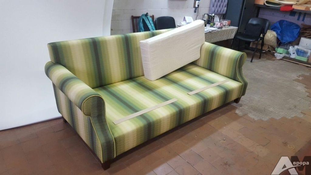 Перетяжка дивана фото 23