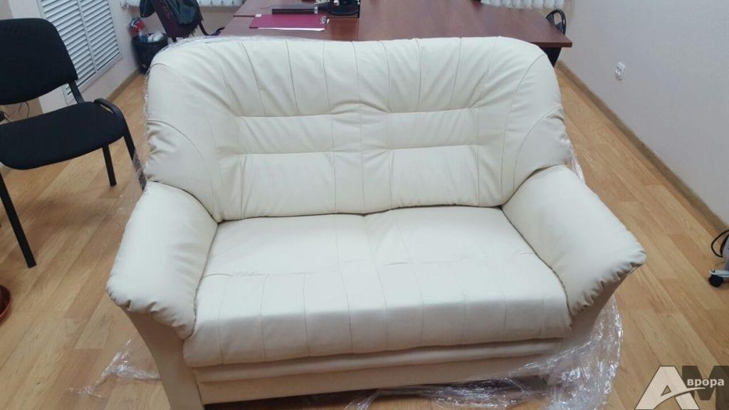Обивка двухместного дивана фото