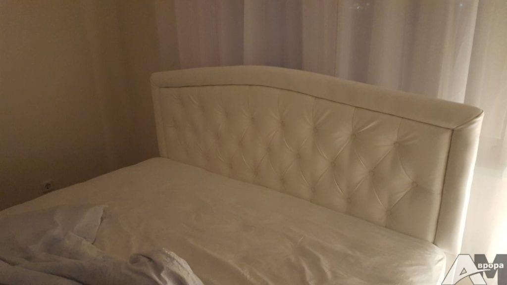 кожаное изголовье для кровати на заказ фото2
