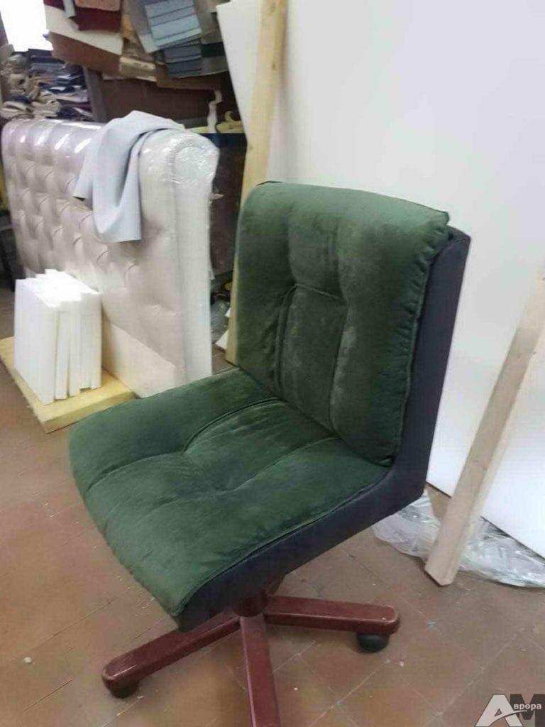 Перетяжка офисного кресла фото 22